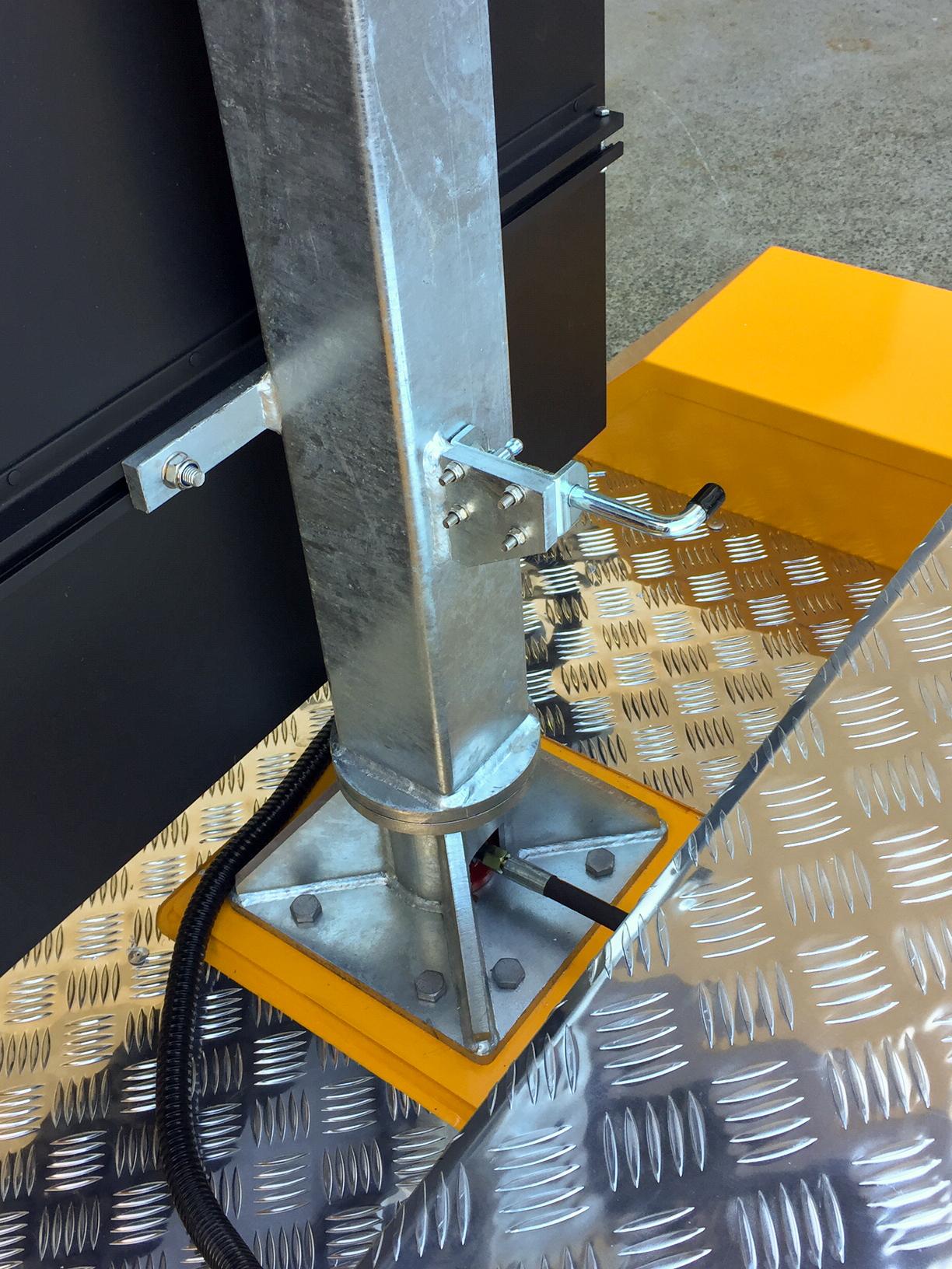 Voxson Radar Speed Signs - Hydraulic Lift System